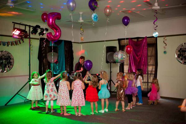 Kids Disco Party talking with Kids