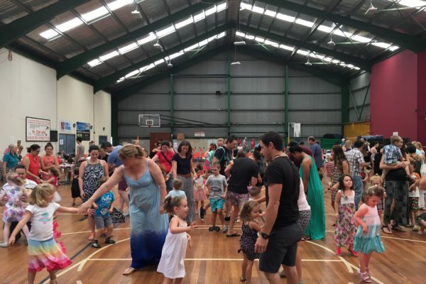 Sunkids Boondall Everyone up Dancing
